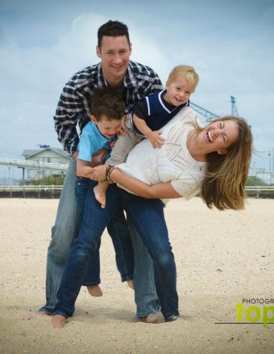 fun-outdoor-family-photographer